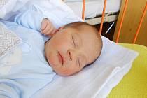 DANIEL Zubatý přišel na svět 7. května s mírami 3,22 kg a 50 cm. S maminkou Ilonou a tatínkem Liborem bude bydlet v Mladé Boleslavi, kde už se na něho těší bráška Adámek.