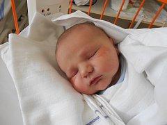 ADAM Rendl se narodil13. června, vážil 4,64 kilogramů a měřil 54 centimetrů. V Mladé Boleslavi bude bydlet s maminkou Lucií, tatínkem Michalem a čtyřletou sestřičkou Adélkou.