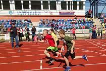 Štafetový závod základních škol.