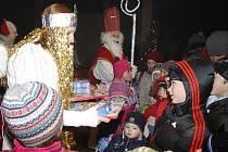 Mikuláš s celou družinou opět zavítal pod Valečov 2012