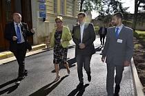 Ministr Andrej Babiš během návštěvy Psychiatrické nemocnice Kosmonosy.