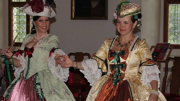 OBRAZEM  Na zámku v Mnichově Hradišti ožilo baroko - Pražský deník c138fbdf160