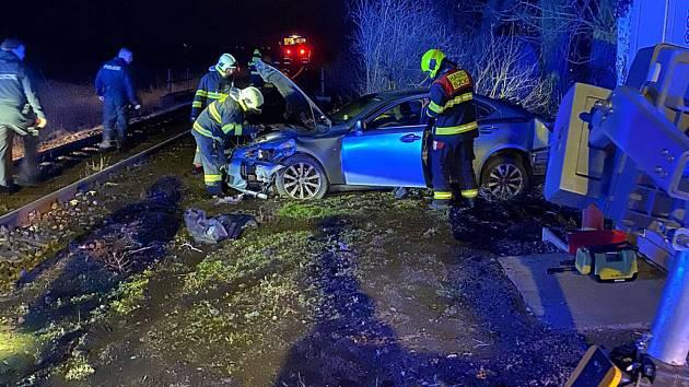 Kvůli kočce byl malér na světě, do ženy v autě narazil vlak