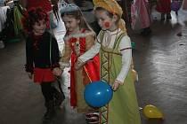 Maškarní merenda pro děti na Sychrově.