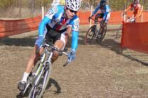 Jiří Polnický (vpředu) bude reprezentovat boleslavský cyklokros a Českou republiku v kategorii U23.