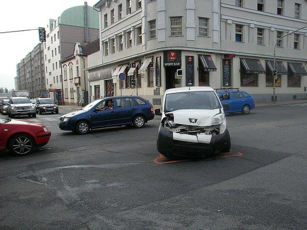 Středeční nehoda u Bičíků v Mladé Boleslavi.