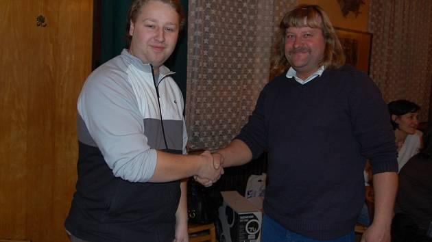 Desátý v pořadí Miroslav Kamenický (vpravo)