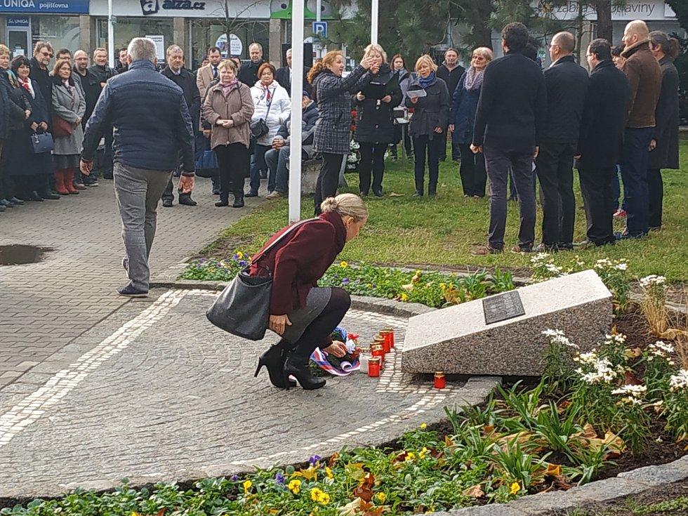 Na mladoboleslavském náměstí Republiky se vzpomínalo na sametovou revoluci.