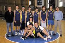 Basketbalové družstvo Gymnázia Dr. J. Pekaře skončilo v Pezinku třetí.
