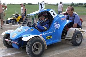 Mladičká autokrosařka Anežka Francová nenašla v Bousově konkurenci.