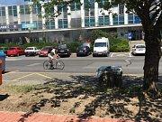 Před Triem hořelo ve středu odpoledne auto.