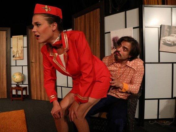Z představení Tři letušky v Paříži.