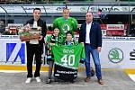 Kapitán Mladé Boleslavi Martin Ševc oslavil ve čtvrtek čtyřicáté narozeniny. Dres se čtyřicítkou mu před zápasem s Vítkovicemi předali přímo na ledě jeho dva synové.