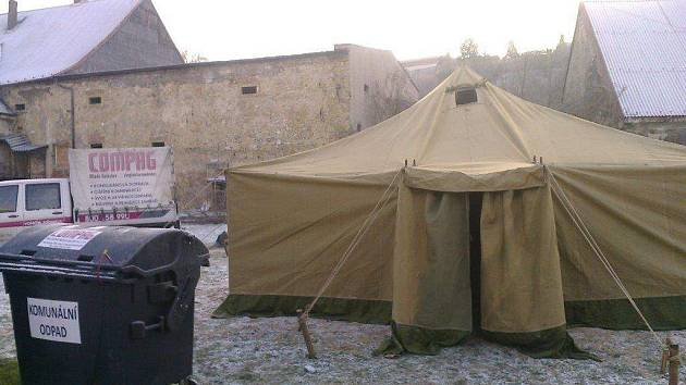 Stan pro bezdomovce v Poplužním dvoře.