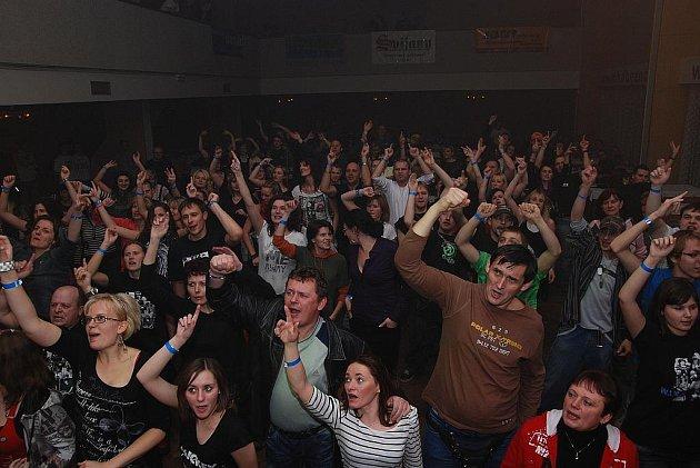 W.I.X Hitmakers & Těžká Obuv KD Bezno 20.11.2010