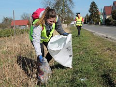 K iniciativě Ukliďme Česko se v sobotu 7. dubna připojili i obyvatelé obce Boseň.