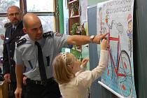 Policisté u dětí v Základní škole Bakov nad Jizerou
