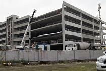 Stavba parkovacího domu u 6. brány