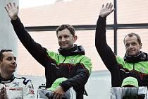Belgičan Freddy Loix (vpravo) s vozem Škoda Fabia S2000 vyhrál 3. července Rallye Bohemia, pátý díl mezinárodního mistrovství České republiky v automobilových soutěžích. Uprostřed je Loixův spolujezdec Miclotte Fréderic.