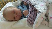 Maxmilián Fuhrman se narodil 5. března, vážil 3,8 kg a měřil 53 cm. S maminkou Lenkou a tatínkem Lukášem bude bydlet v Mladé Boleslavi, kde už se na něho těší bráška Románek.