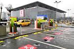 Elektromobily přicházejí. Města zřizují i dobijecí stanice pro auta na elektřinu.