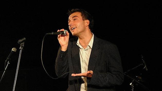 Filip Šubr zpívá