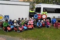 Strážníci učili děti, jak se chovat ve městě