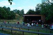 Na Michalovické putně se hrálo Jarmareční trdlo.