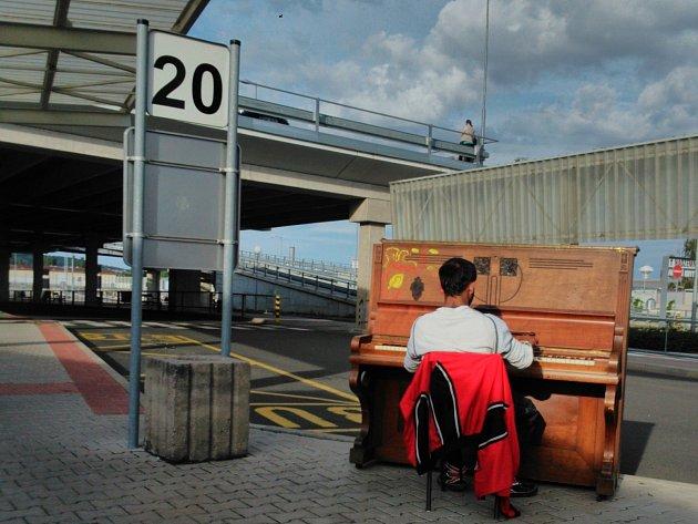 Piano na boleslavském autobusovém nádraží