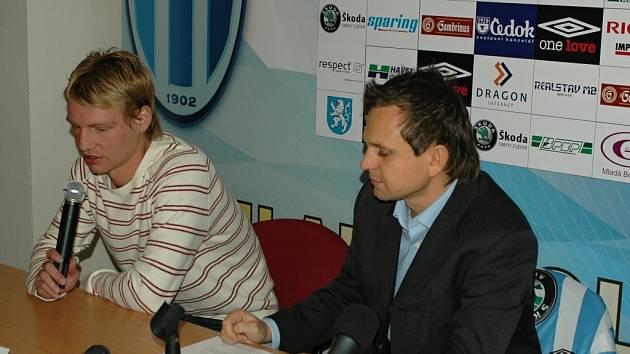 Jan Rajnoch (vlevo) a ředitel komunikace FK Petr Svěcený