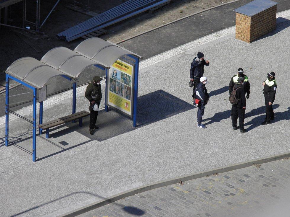 Strážníci zasahovali proti agresivnímu muži.