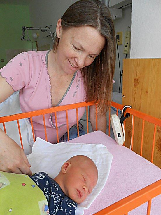 Filip Vaněk přišel na svět 20. dubna s mírami 3,68 kg a 53 cm. S maminkou Věrou a tatínkem Vaškem bude bydlet v Židněvsi, kde už se na něho těší bráška Vašík.