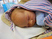 Lukáš Filip Dezsö se narodil 20. prosince, vážil 3,33 kg a měřil 47 cm. S maminkou Kristýnou a tatínkem Lukášem bude bydlet v Domousnici.