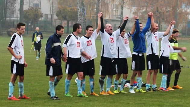 Fotbalisté Chotětova slaví výhru nad Kosořicemi