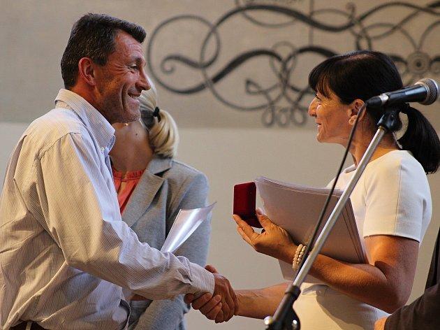 Bezmála dvě stě aktivních dárců krve ocenil ve čtvrtek ve Sboru českých bratří oblastní spolek Českého červeného kříže.