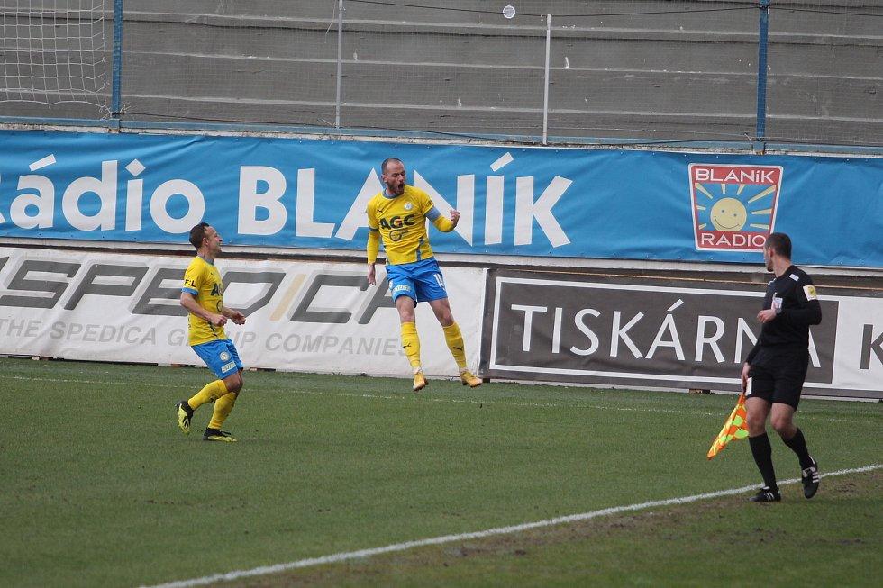 Ve čtvrtfinále Mol Cupu zvítězily Teplice doma nad Mladou Boleslaví 2:1.