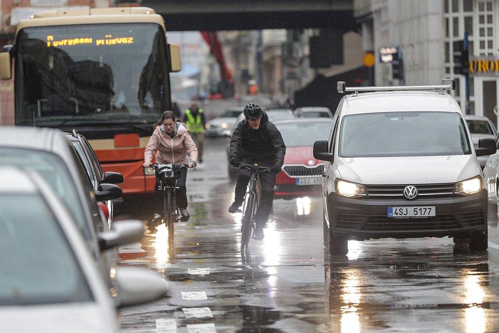 Škodovka odstartovala kampaň o bezpečí v provozu. Pro cyklisty i motoristy.
