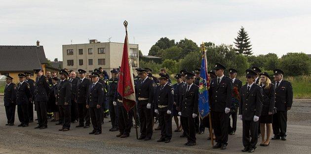 Fotografie ze slavnostního nástupu SDH při oslavách jeho 125.výročí.