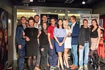 Vybraní herci mladoboleslavského divadla i jejich profesionální taneční partneři mají nyní napilno s přípravou na taneční galavečer 31. listopadu. V rámci projektu Roztančené divadlo budou muset oslnit diváctvo i vybranou porotu.