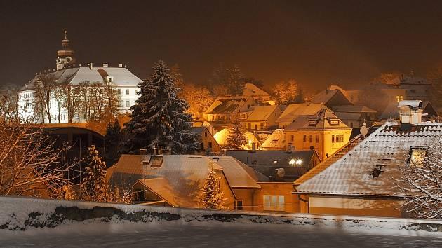 Jedna z posledních letošní fotografií zasněženého Mnichova Hradiště?
