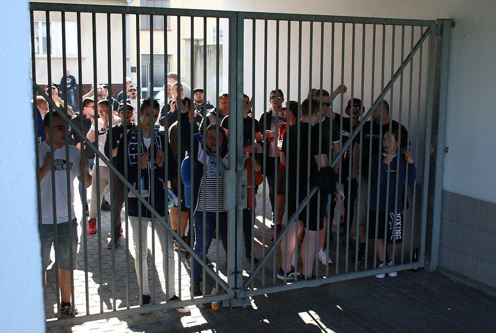 Fotbaloví fanoušci se také v Uherském Hradišti vrátili na ligový stadion.