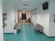 Na pacienty v nemocnici čeká řada novinek. Jednou z nich je i nová recepce nebo nové odběrové místnosti.