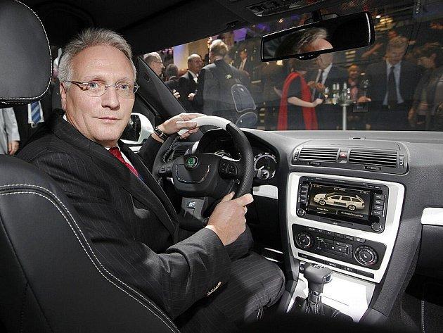 Šéf Škody Auto Winfried Vahland představil novinářům novou Škodu Octavia E GreenLine.