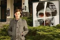 Mladý herec si zatím nejvíc užil inscenaci Na dotek.