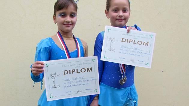 Boleslavské krasobruslařky Nela Cankařová (vlevo) a Tereza Andělová