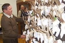 Chovatelská přehlídka trofejí ulovených v roce 2011.