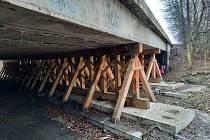 Místo rekonstrukce mostu na dálnici D10 u Staré Boleslavi.