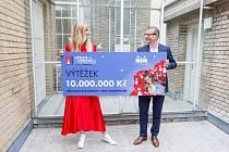 Šek na 10 milionů korun