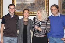 Hadar Galron a její manžel Daniel přijali pozvání ředitelky Městského divadla Mladá Boleslav Janety Benešové a přijeli na premiéru hry Mikve. Na magistrátu je přivítal náměstek primátora Jiří Bouška.