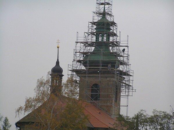 Kostelu sv. Mikuláše v Horkách nad Jizerou v současné době podle arciděkana chybí elektřina. Na konci minulého roku však byla zrekonstruována kostelní věž.